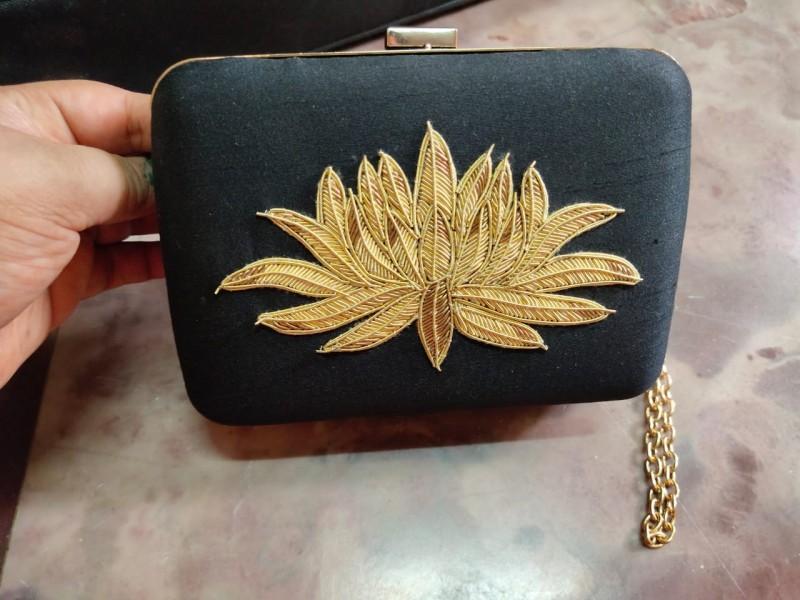 Jardosi Lotus in Metal Clutch with sling